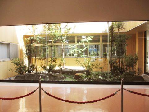 玄関ホール・中庭